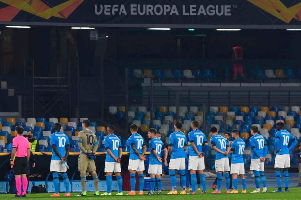 Jugadores del Napoli disputaron un partido de la Europa League con la camiseta '10′ de Maradona