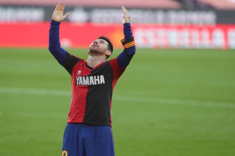 Homenaje de Messi a Maradona