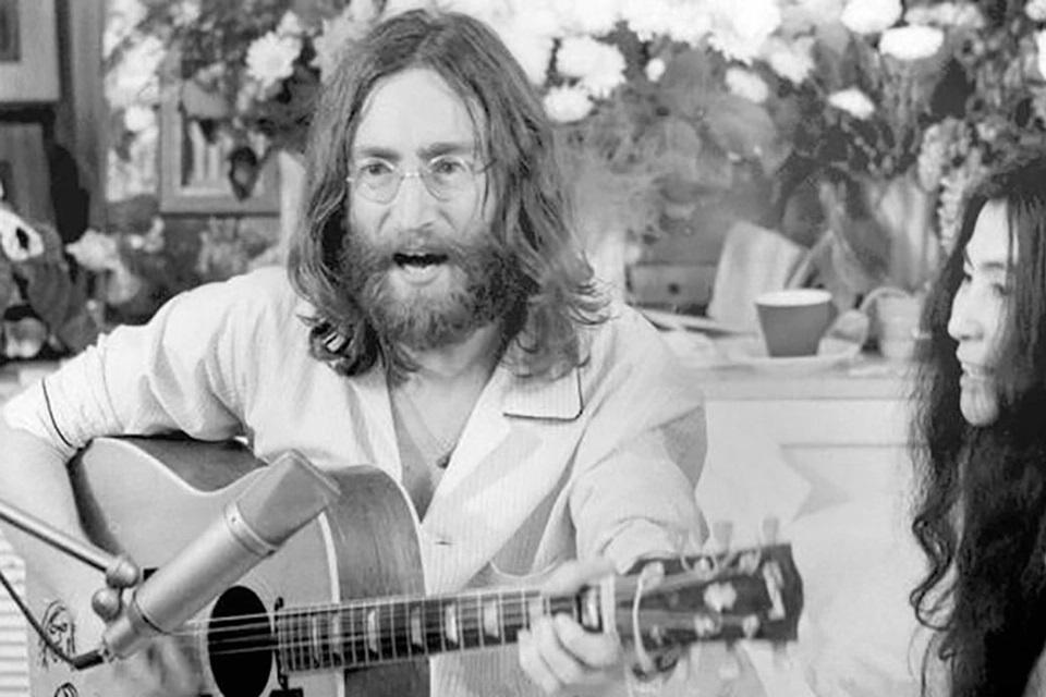 """John y Yoko, en uno de los """"bed-ins"""" por la paz."""