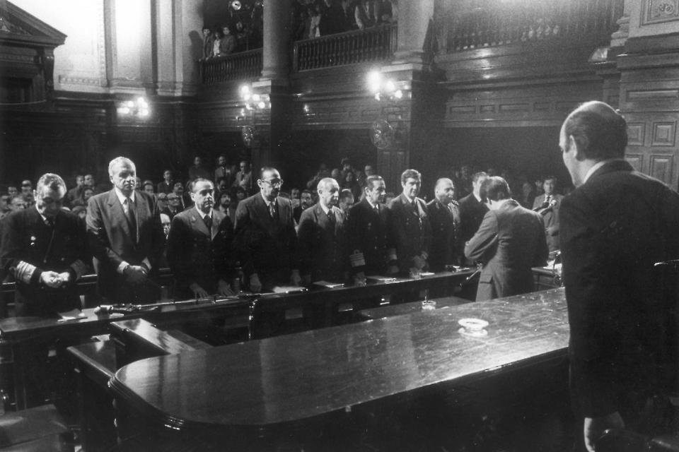 León Arslanián era la voz de una decisión histórica que tomaron, unánimemente, él y otros cinco jueces.