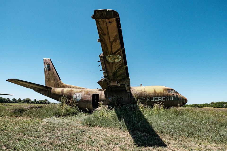 Uno de los aviones que aún permanecen en el Batallón de Aviación 601 del Ejército Argentino.