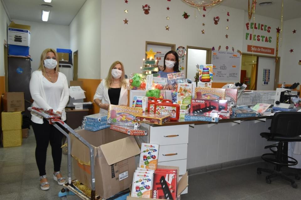 La primera dama, Fabiola Yañez y la Fundación Garrahan entregaron juguetes a pacientes oncológicos de todo el país.