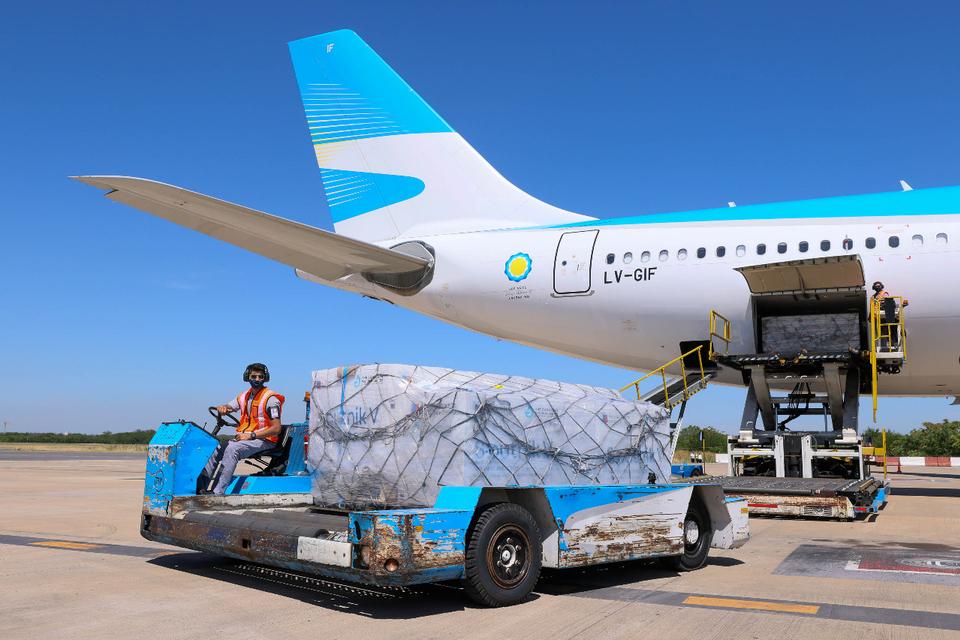 Argentina: Otro vuelo de Aerolíneas parte a Rusia en busca de la segunda tanda de vacunas Sputnik V