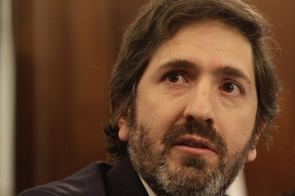 El juez federal Sebastián Casanello ordenó allanarel consultorio del doctor Dante Converti.