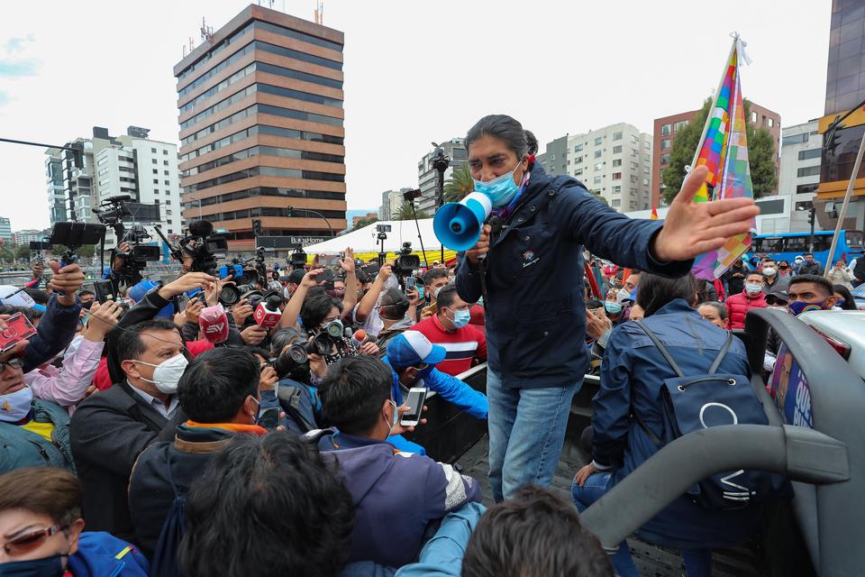 https://images.pagina12.com.ar/styles/focal_3_2_960x640/public/2021-02/140601-yaku-20perez-20en-20protesta-20efe.jpg?itok=eXeqlanQ