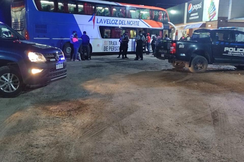 La policía interceptó el ómnibus en un parador de la ruta 34, en Ceres.