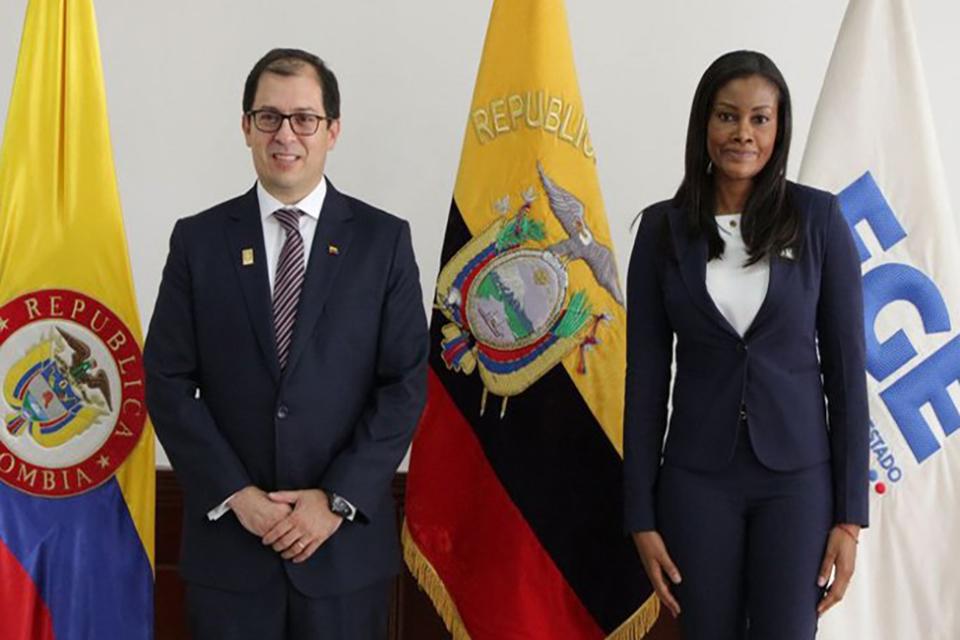 El fiscal general colombiano Barbosa y su par ecuatoriana Salazar.