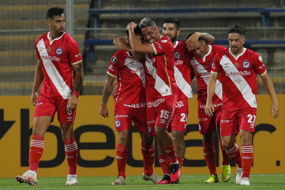 Festejo de Florentín en el 1-0. (Fuente: AFP)
