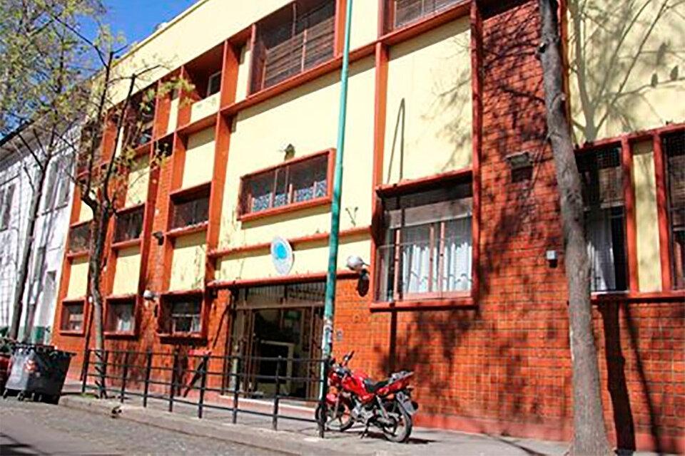 El frente de la escuelaFacundo Zuviría, del barrio de Flores.