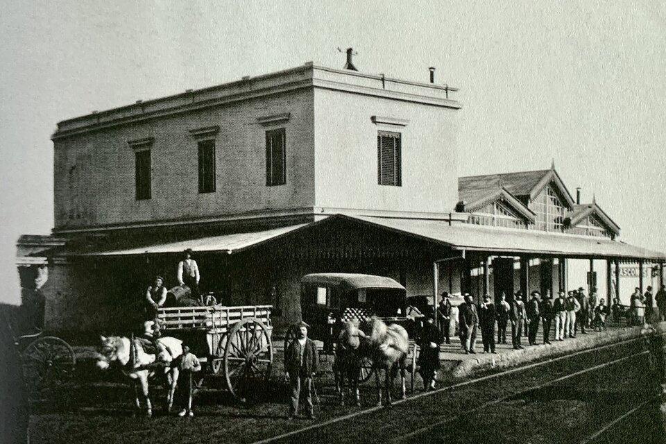 """""""Estación Chascomús"""", 1875, de Christiano Junior. Abajo: """"Lavanderas"""", 1877, de Christiano Junior."""