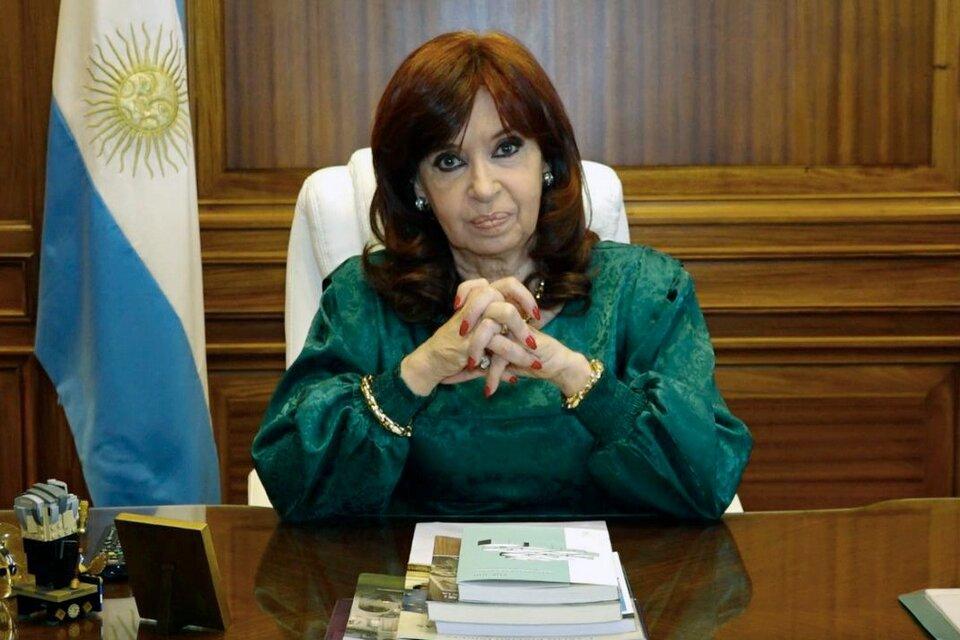 """Histórico testimonio gráfico de la barbarie antiperonista"", tuiteó Cristina Kirchner. (Fuente: NA)"