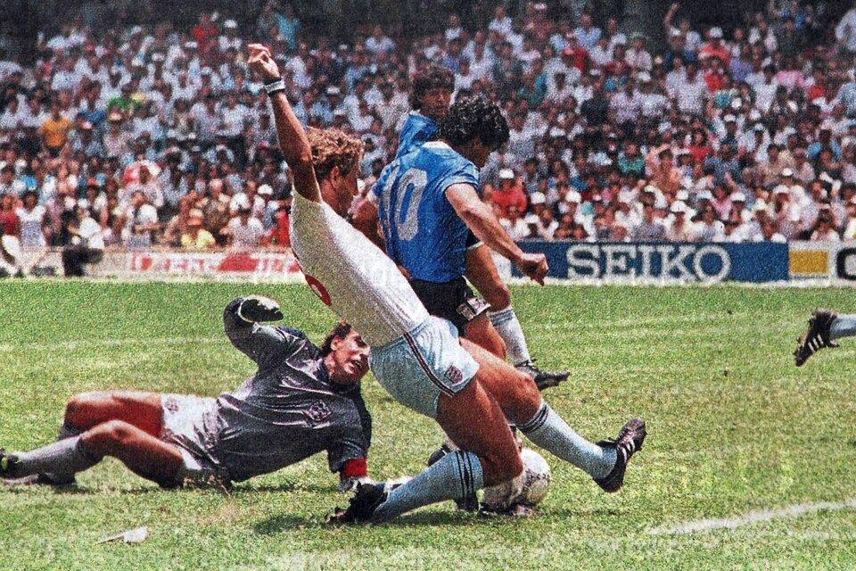 Butcher que no llega y Maradona que hace magia en el estadio Azteca