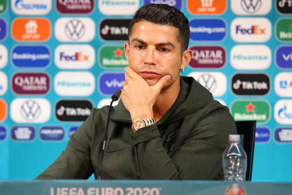 Cristiano Ronaldo y su botellita de agua, estrellas de la Eurocopa (Fuente: AFP)