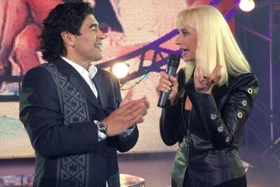 Rafaella Carrá visitó en 2005 a Diego Maradona en La Noche del 10. (Fuente: NA)