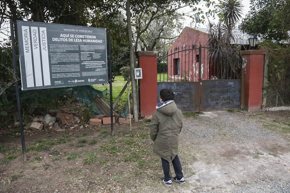 """Los propietarios de la casa de la Masacre de Marcos Paz la cedieron a hijos e hijas de aquellos militantes, quienes se preparan para convertirla en un """"espacio que resguarde y mantenga viva la memoria"""". (Fuente: Leandro Teysseire)"""