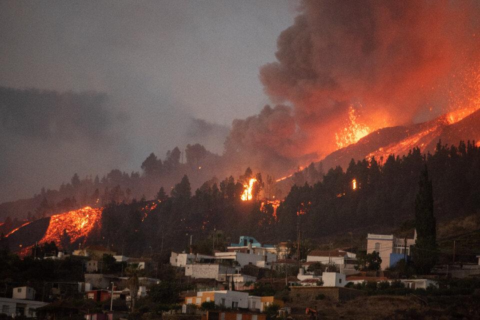 Según los medios locales, el volcán Cumbre Vieja ya tiene siete bocas activas. (Fuente: AFP)
