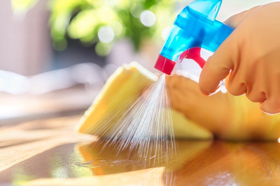 La ANMAT prohibió una limpiador multiuso. (Fuente: AFP)