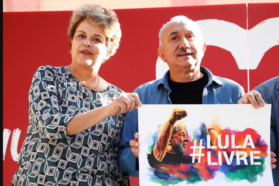 Dilma Rousseff junto a Pepe Alvarez, secretario general de la central obrera española UGT.