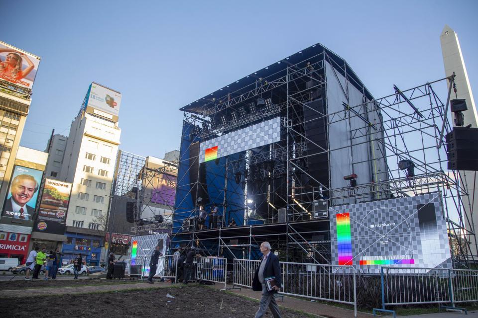 El escenario montado a metros del Obelisco en dirección a Libertador.