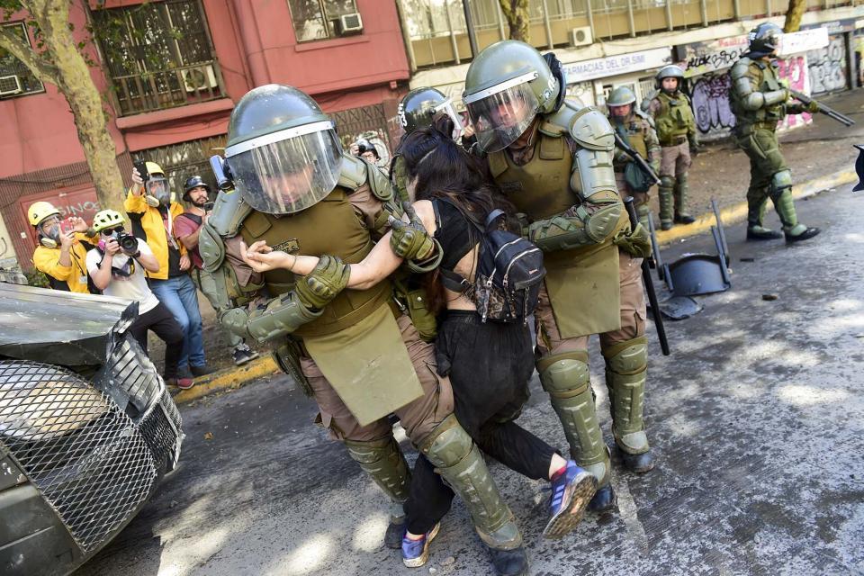 Las demandas incluyen el cese de la represión y la vuelta a los cuarteles de los militares.