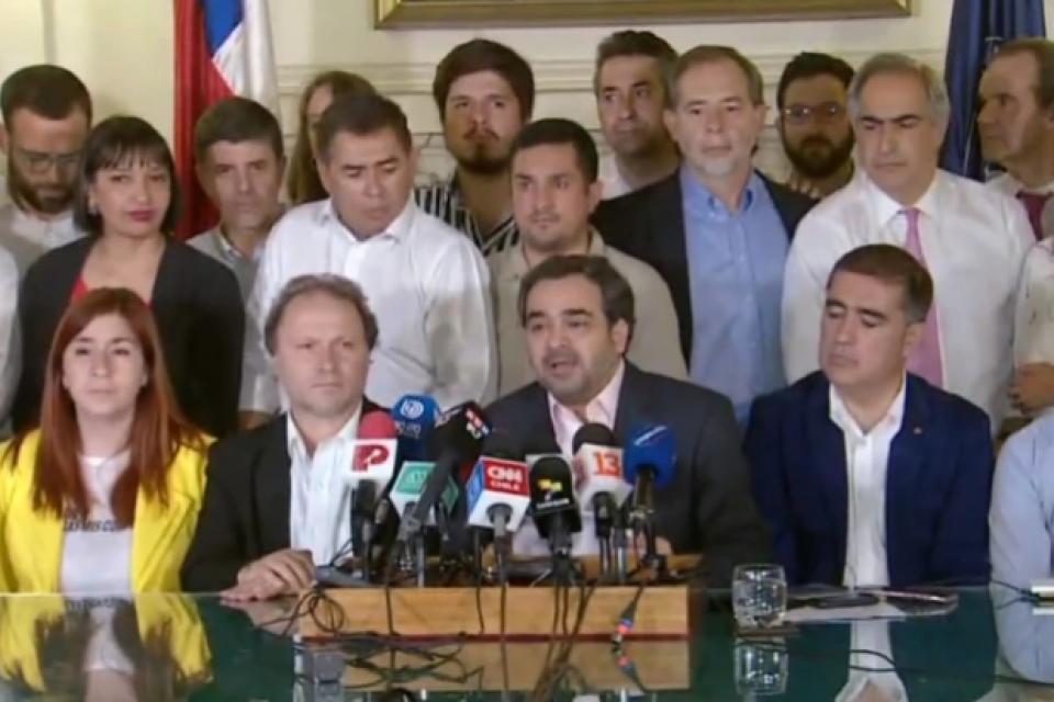 El acuerdo para reformar la Constitución fue anunciado a las 3 de la mañana.