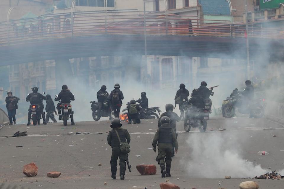 Las fuerzas de seguridad reprimen en Bolivia desde la consumación del golpe.