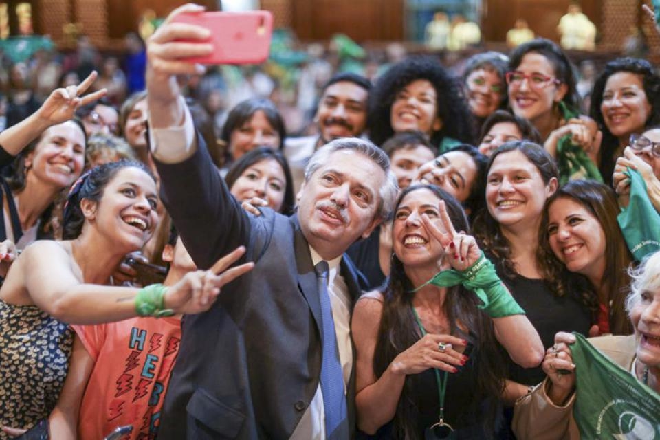 El presidente electo durante la presentación en la que conoció a Belén.