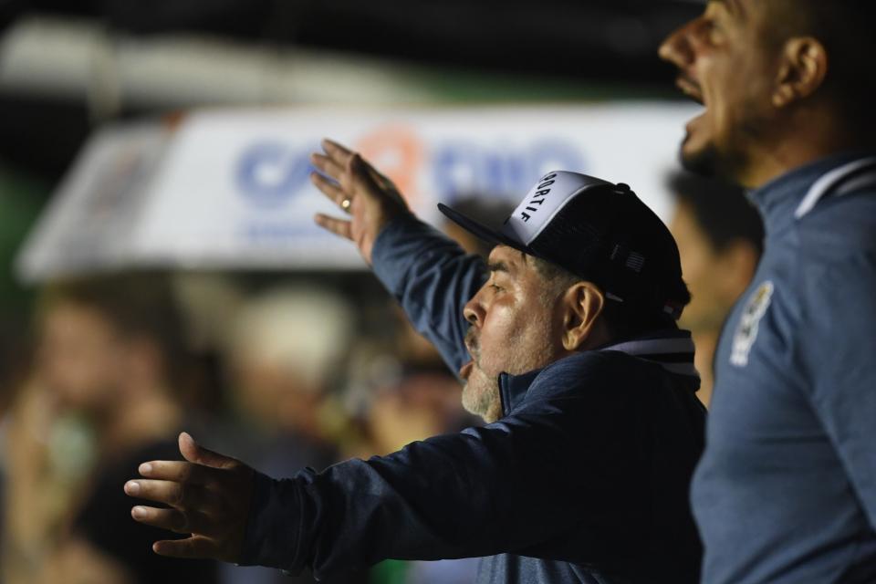 Maradona les pegó fuerte a Riquelme y Pergolini