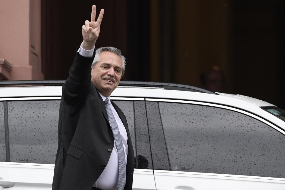 El presidente Alberto Fernández suspenderá el decreto de Macri que beneficiaba a tres mil funcionarios.