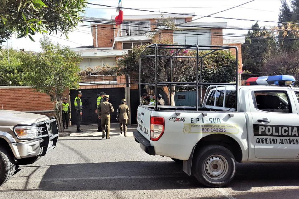 México dio asilo a exministros de Bolivia en su embajada y en la residencia del embajador en La Paz.