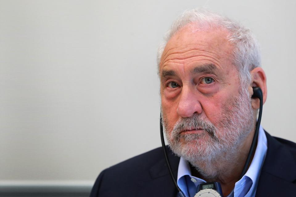 Stiglits ganó el premio Nobel de Economía en 2001.