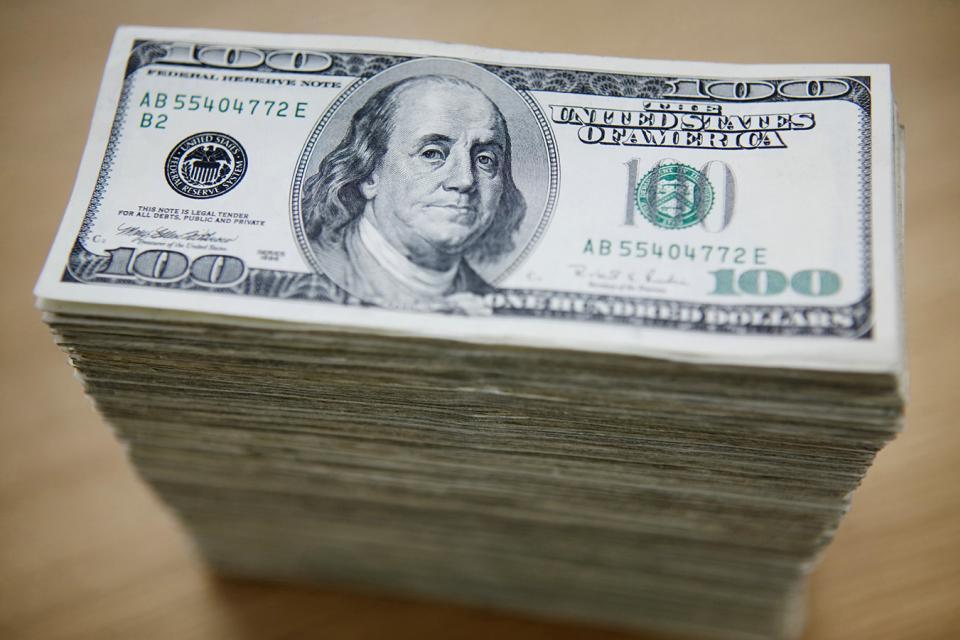 Los depósitos en moneda extranjera crecieron 1500 millones en quince días.