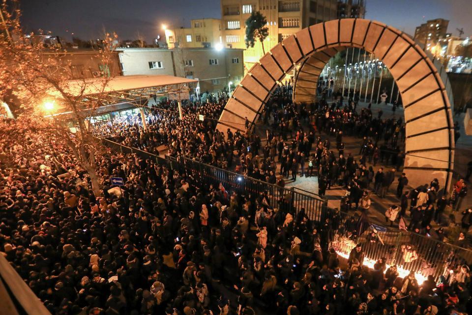 Hubo un sábado de masivas protestas contra el gobierno en Teherán.