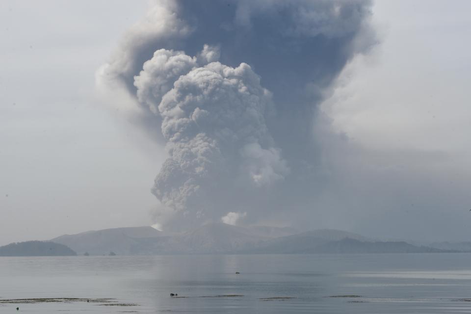 El volcán Taal está situado en una isla cercana a Manila.