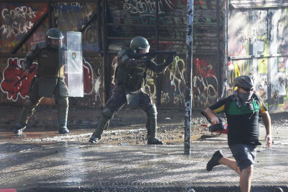 Los Carabineros continúan siendo cuestionados por la represión.