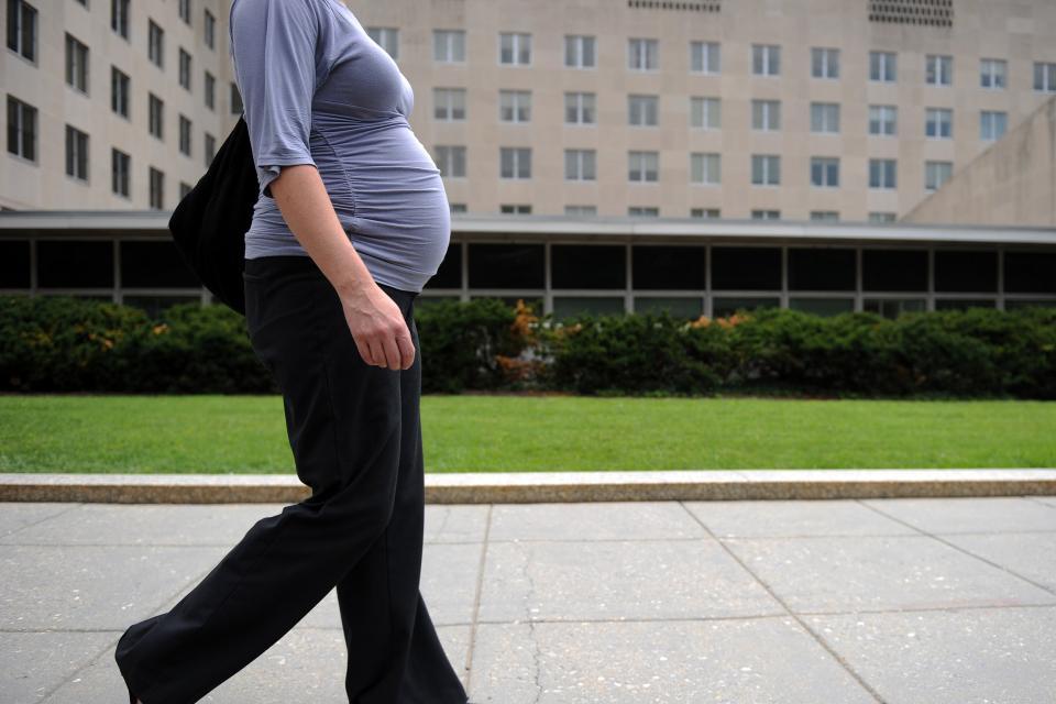 Trump ordenó restringir visas a extranjeras embarazadas
