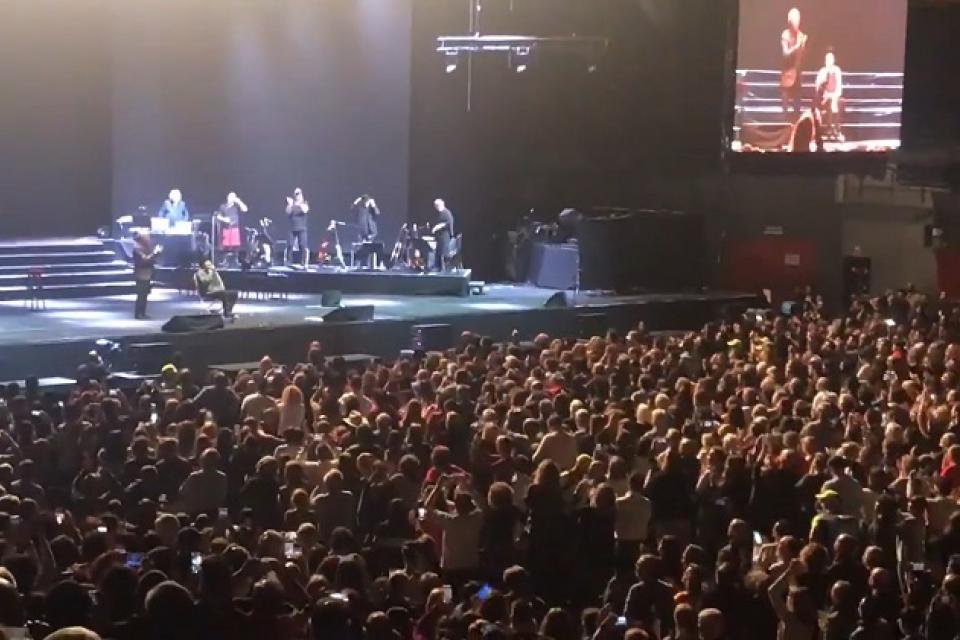 El gran susto de Joaquín Sabina: se cayó del escenario