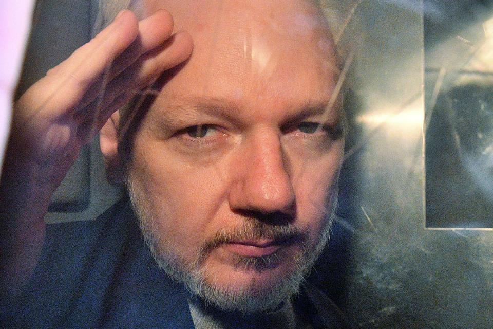 Julian Assange hizo público que Trump le ofreció indultarlo si lo desvinculaba de los rusos.