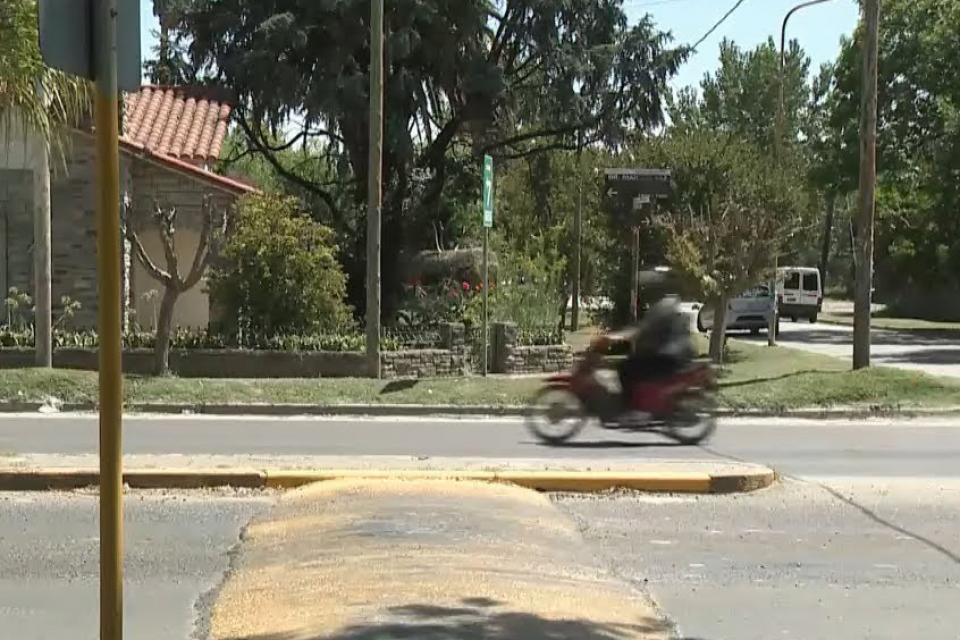 El lomo de burro que provocó el despiste de la moto de Braian Toledo.