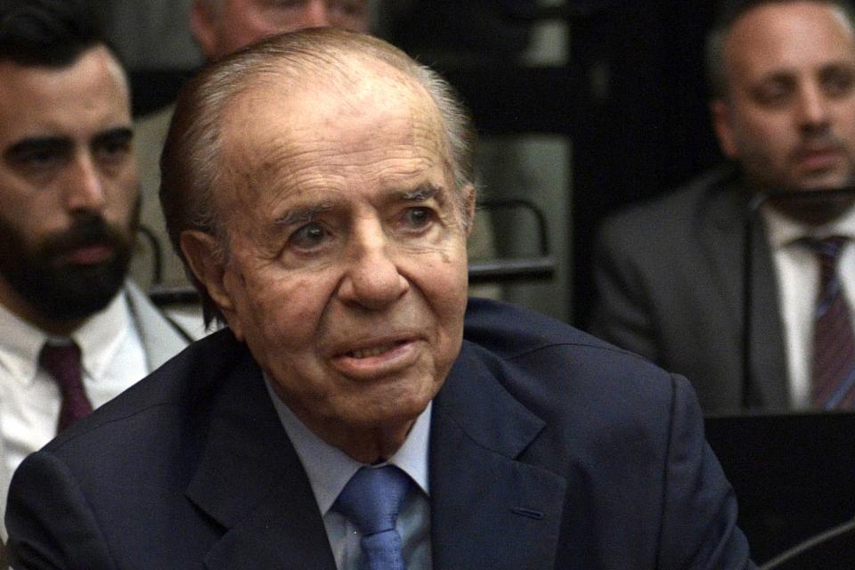 El ex presidente y ahora senador Carlos Menem tendrá su busto en la Casa Rosada.
