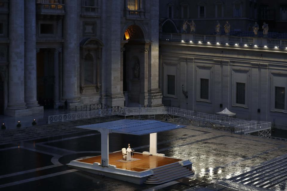 El Papa rezó en el Vaticano por el fin de la pandemia