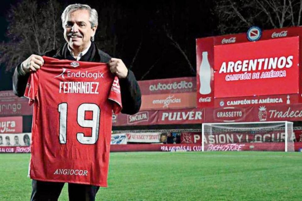 Argentinos nombró socio honorario a Alberto Fernández