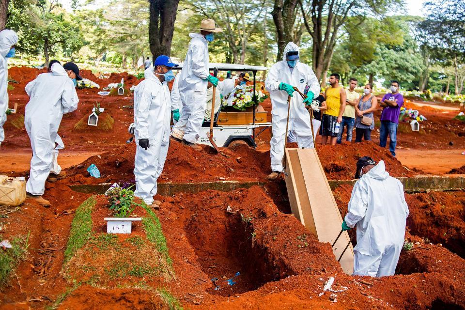 Entierros exprés en el mayor cementerio de Brasil y América Latina