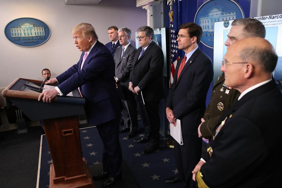 """Trump anuncia""""a operación antidrogas más grande de Occidente"""" en la Casa Blanca."""