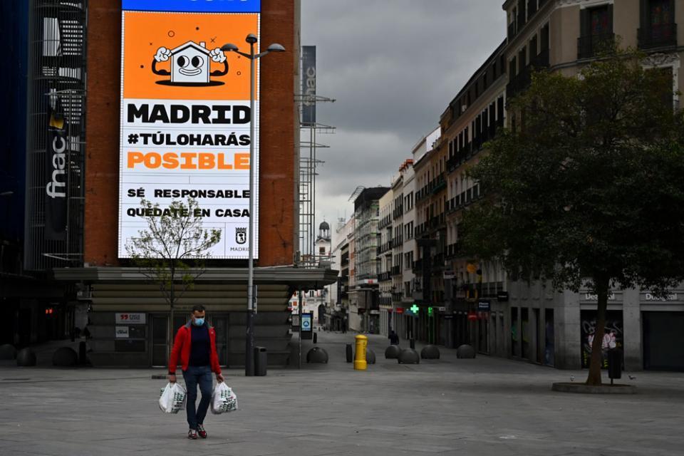 España: murieron 809 personas, la cifra más baja de toda la semana