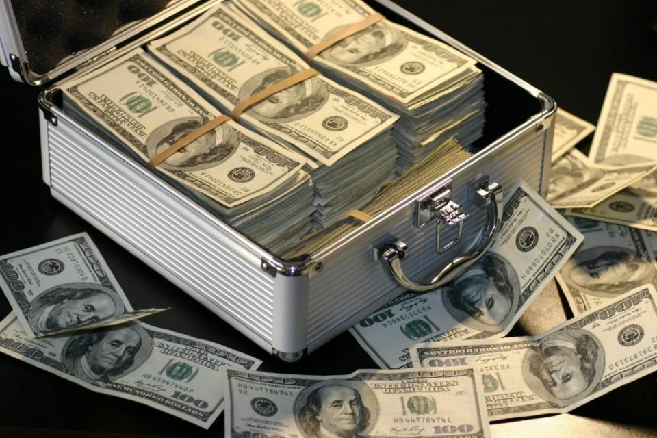 El impuesto a las grandes fortunas podría recaudar ... | Página12