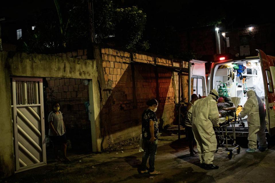 traslado de un paciente de coronavirur en Manaos, Brasil