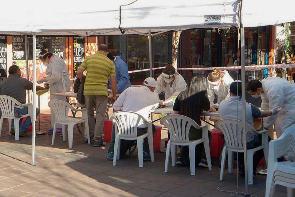 Controles en el perímetro del Mercado Norte, en la ciudad de Córdoba.
