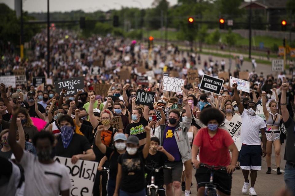 Minneapolis, EE.UU., bajo protestas tras asesinato de afroamericano