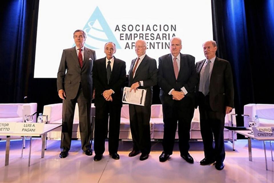 La cupula de AEA, integrada entre otros por Héctor Magnetto, Paolo Rocca y Luis Pagani.